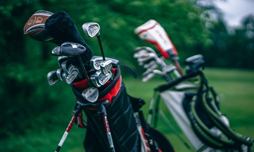 golf-bag-stand-on-push-cart